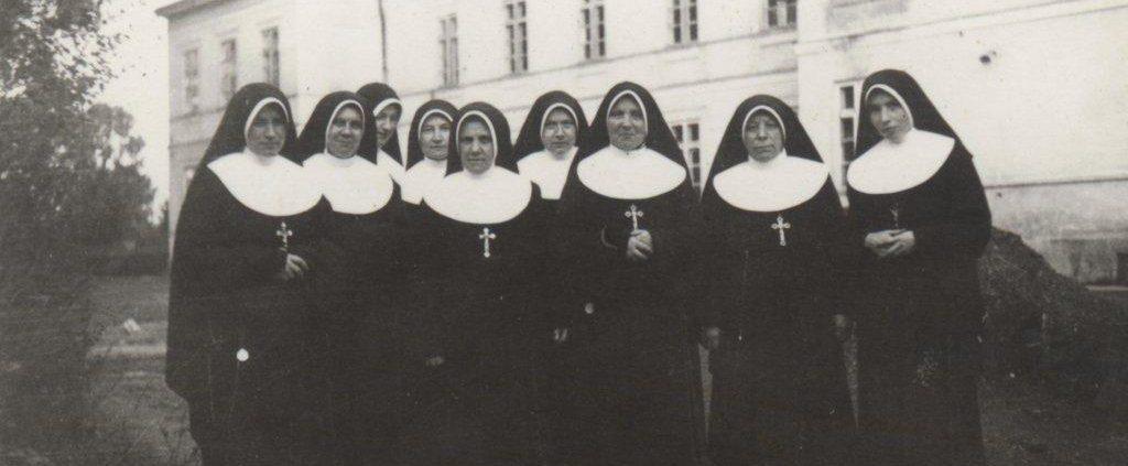 9. Krasnystaw, 1955. Grupa Sióstr pracujących w Szpitalu.